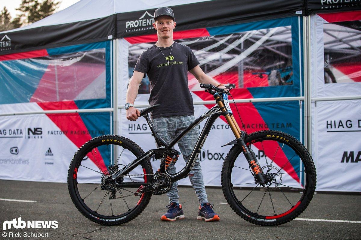 """Noel Niederberger und das restliche NS Bikes Factory Racing-Team war auf brandneuen 29"""" Prototypen des Fuzz-Downhillers unterwegs"""