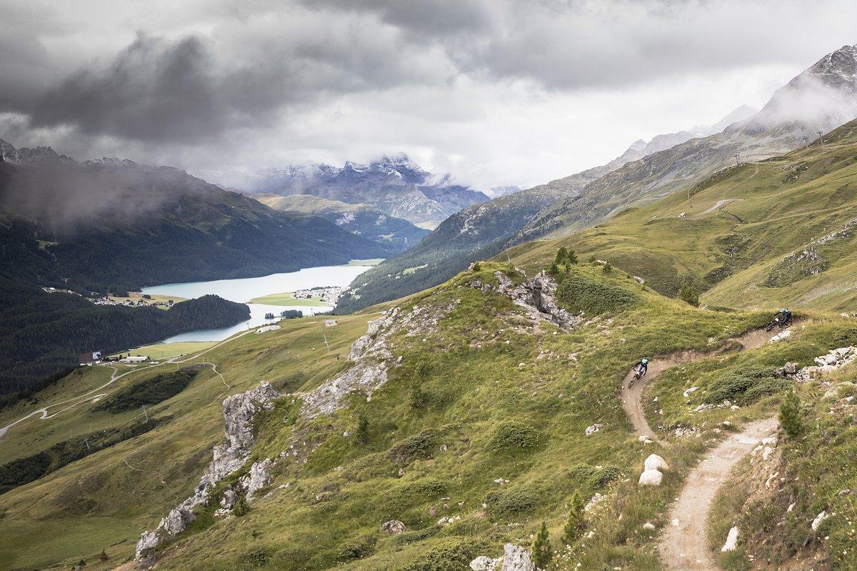 Der Corviglia Flow Trail ist ein echtes Meisterwerk für Kurvenräuber und auch für weniger geübte Biker gut zu fahren