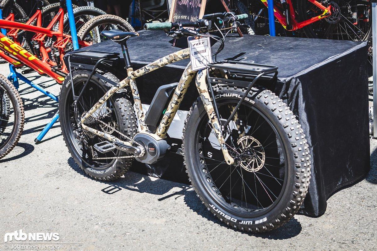Das Bike für den Mann von Welt: Felt E-Monstertruck in Tarnlackierung.
