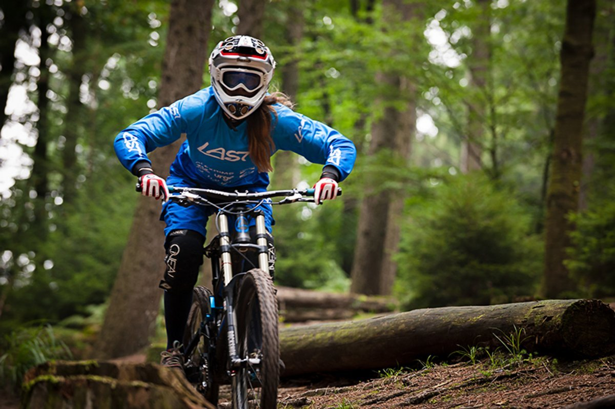 Steffi Kepp beim Training auf einem Local-Trail im Bergischen Land