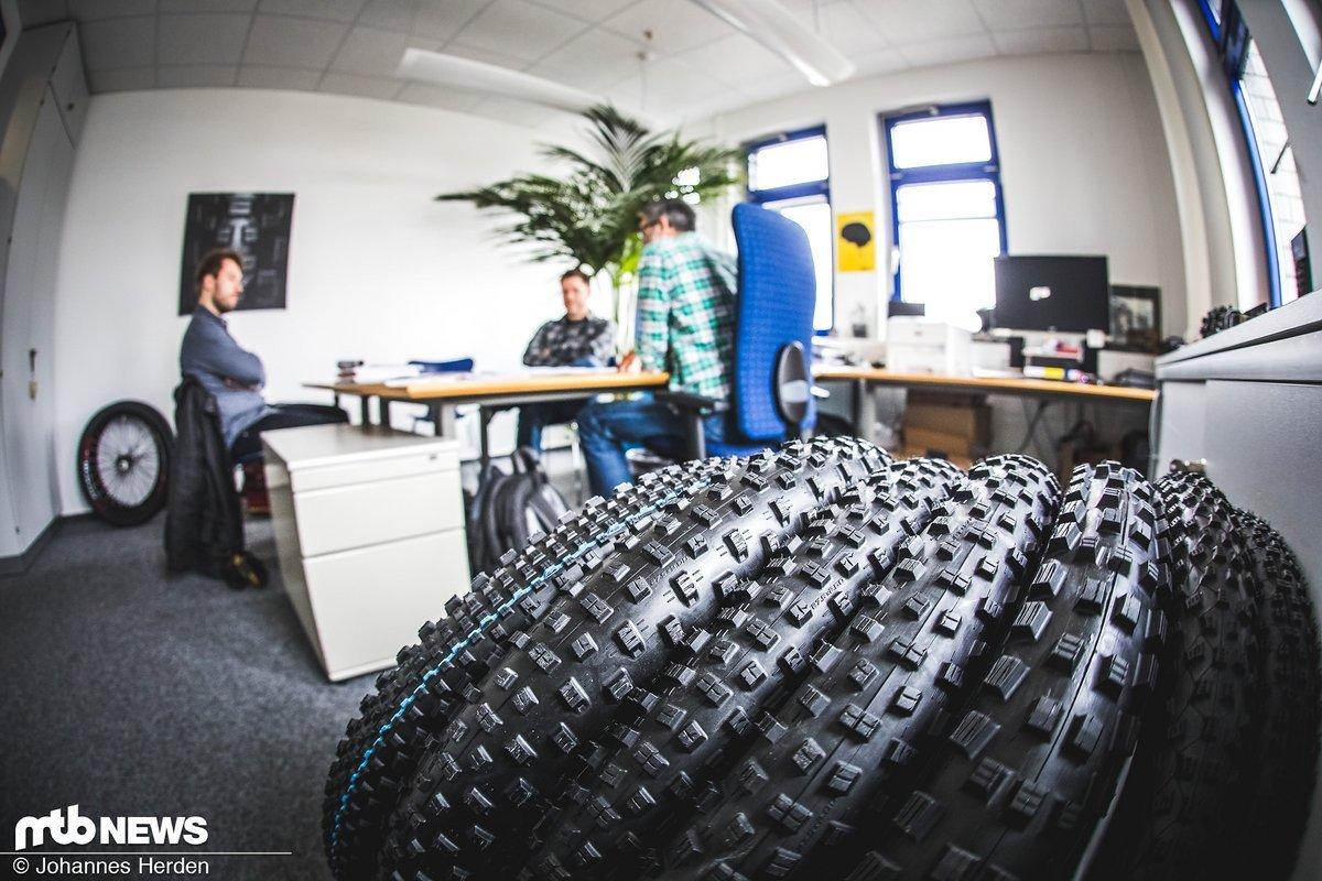 Im Büro mit Markus Hachmeyer und Michael Kull von Schwalbe