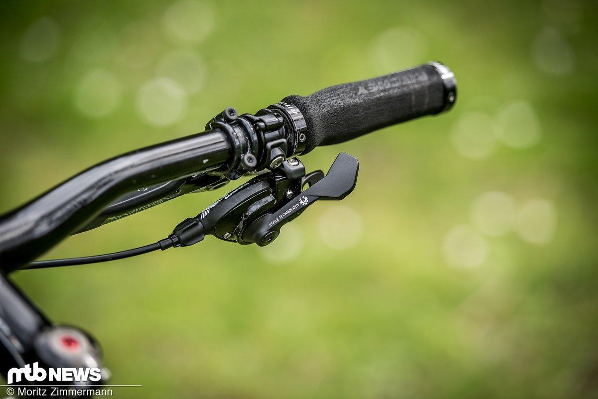 Der NX Eagle-Trigger mit seinen beiden Schalthebeln. Montierbar mit Lenkerschelle und MatchMaker-kompatibel.