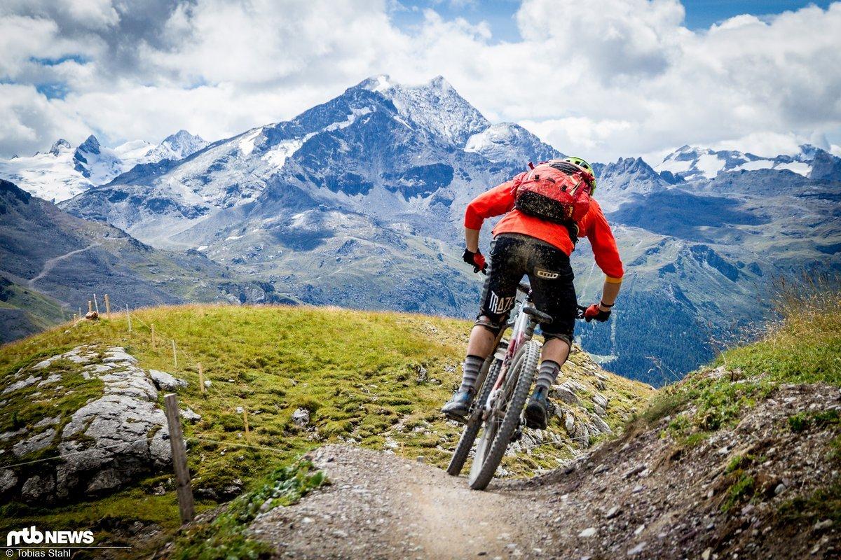 Genau so habe ich mir das vorgestellt: Hochalpines Panorama im Engadin kombiniert mit großem Spaß auf den Trails
