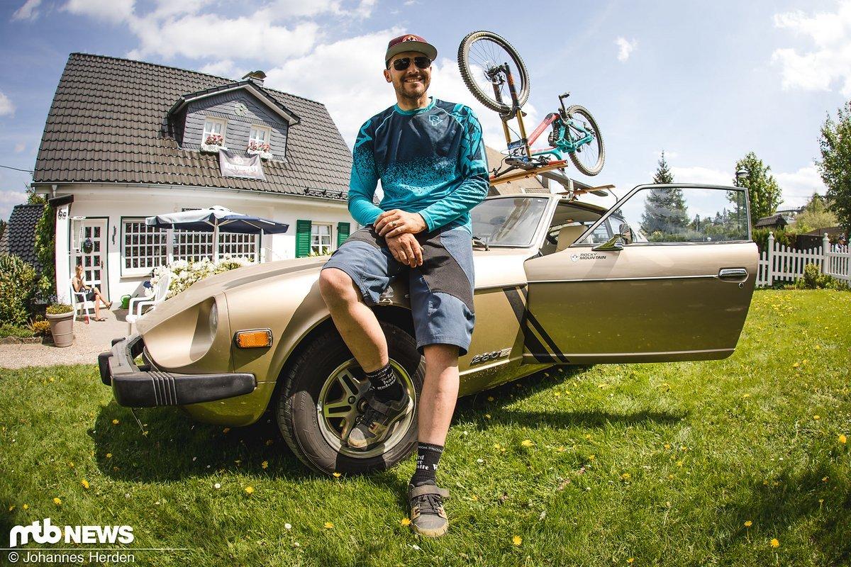 Dennis Stratmann düste in seinem Datsun aus dem Ruhrpott nach Winterberg - mit etwas unkonventionellem Radträger