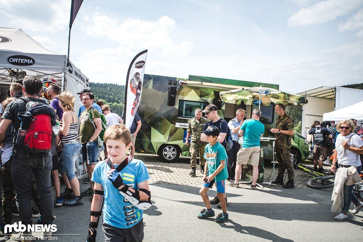 Waren wir beim Sea Otter Festival noch erstaunt darüber, dass die US Army einen Stand auf dem Festivalgelände hatte...