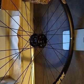 Gewicht Spank Systemlaufräder Spike 33 Race VR + Atomlab Pimplite + Sapim Race + polyax 27,5
