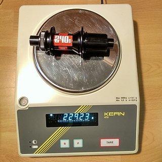 Gewicht DT Swiss Nabe 240s Center Lock RW 142mm/12, 32-Loch