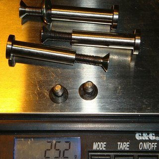 Gewicht Bikehardest Weiteres/Unsortiertes Dämpferachsen 8mm