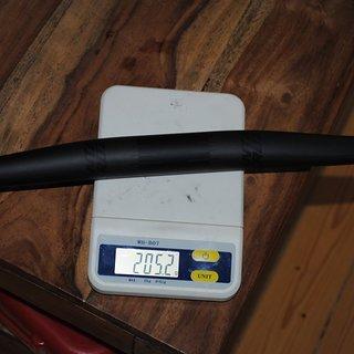 Gewicht Santa Cruz Lenker Carbon Flatbar 760mm 31,8x760mm, 9° Backsweep, 7mm Rise