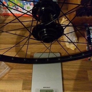Gewicht Fun Works Systemlaufräder Nope/Fun Works N90 Nabe, 3'Nduro 911 Felge, Messerspeichen, Alunippel VR Vorderrad 26
