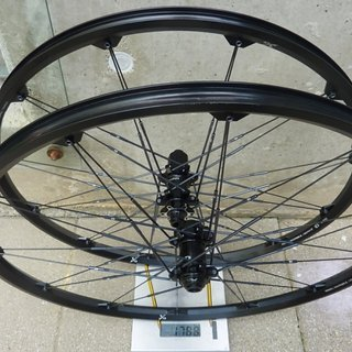 Gewicht Crank Brothers Systemlaufräder Iodine 3 LRS black/iron  26 Zoll, 15x100; 12x142mm
