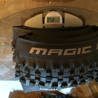 Gewicht Schwalbe Reifen Magic Mary (SnakeSkin, TL Easy, TrailStar)  60-584 (27.5 x 2.35, 650B)