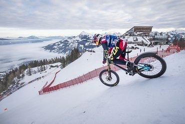 ... geht es an den Start der wohl härtesten Ski-Abfahrt der Welt