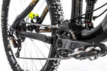 DT Swiss-Laufräder, WTB-Reifen und Praxis Works-Kurbeln sorgen für Votrieb …