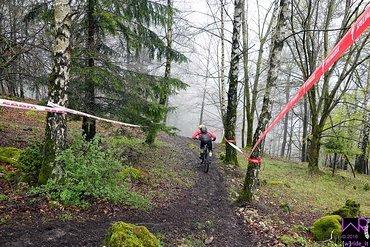 Start Stage 2 - vor der Einfahrt in eine rutschig hängende Kurve