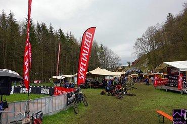 Blick vom Start-Ziel-Bereich auf das Veranstaltungsgelände