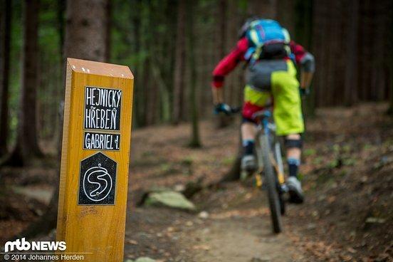 Wegweiser: Schwarzer Loop Hejnicky hreben, Trail Gabriel I