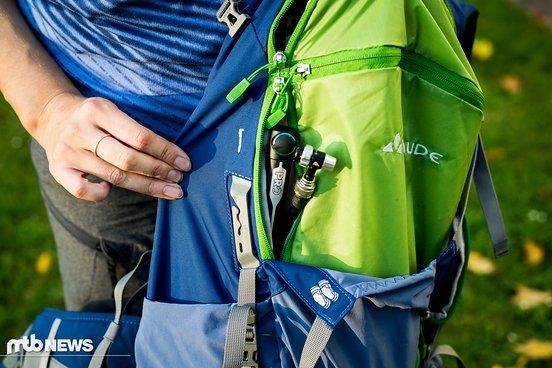 Leicht zu übersehen: Pumpenfach teilt sich den Zipper mit dem Hauptfach