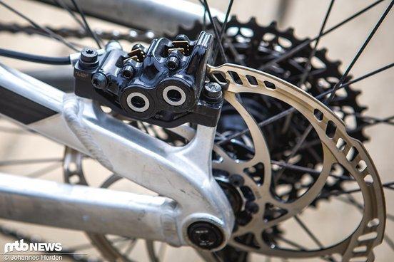 Für Verzögerung sorgt eine Magura MT5-Bremsanlage