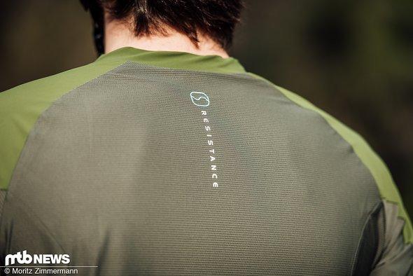 Den oberen Rückenbereich soll ein großflächiger Mesh-Einsatz kühl und gut belüftet halten.