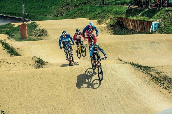 Einige harte Heats auf der BMX Strecke von David Graf