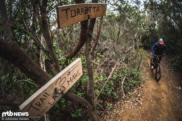 Die Trail-Beschilderung ist recht gut, ein GPS-Gerät oder Smartphone zur groben Orientierung ist jedoch durchaus zu empfehlen.