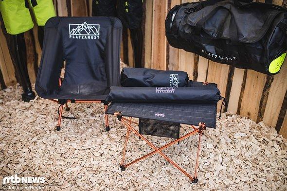 Passend dazu gibt es sehr klein zusammenfaltbare Camping-Ausrüstung
