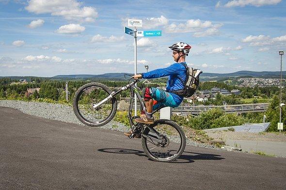 """Konstant weiter pedalieren, """"Sweet Spot"""" über der HR-Achse halten."""