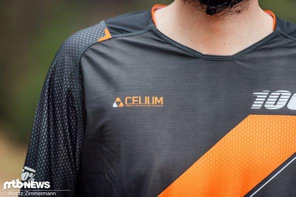 Das 100% Celium-Trikot besteht aus anti-mikrobiellem Polyester mit leichten Mesh-Einsätzen.