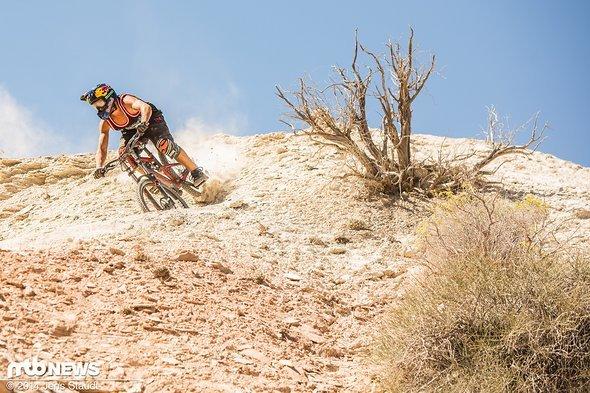 Szymon Godziek cruist durch die Wüste
