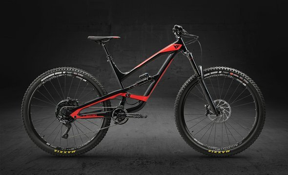 YT CAPRA 29 AL Comp – Blackpearl Bloodred
