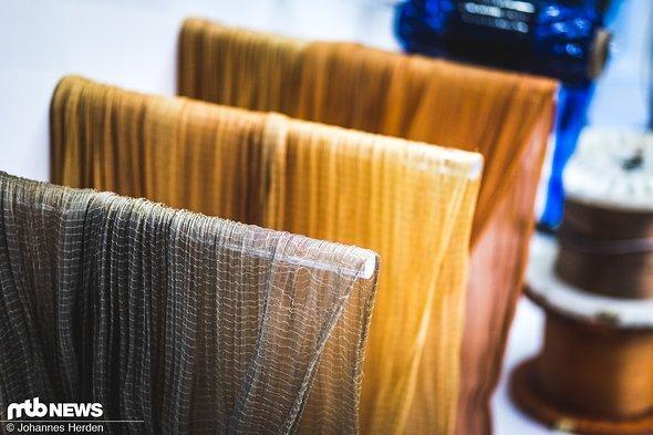 Sehr wichtig für die Konstruktion eines Reifens: Die Karkasse. Drei verschieden fein gewobenen Karkassen werden grundsätzlich bei Schwalbe genutzt, die sich in ihrer TPI/EPI-Anzahl (threads / ends per inch) unterscheiden