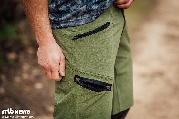 Insgesamt vier Taschen mit Reißverschlüssen bietet die locker geschnittene iXS Sever Shorts.