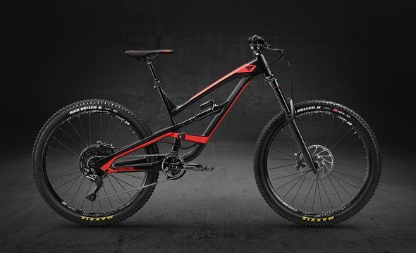 YT CAPRA 27 AL Comp – Blackpearl Bloodred