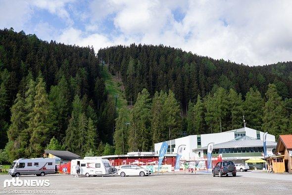 Sowohl die ersten Aussteller als auch die ersten Camper sind schon an der Schöneben-Bahn angekommen