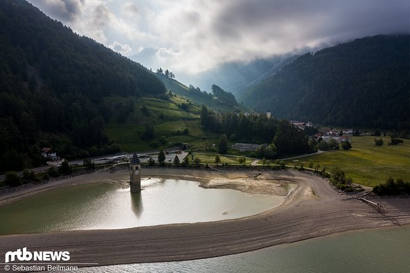 ... und der berühmte Kirchturm im See, der etwas mit dem niedrigen Wasserstand zu kämpfen hatte