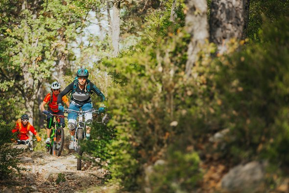 pyrenees-orientales-altitude-adventures-mtb-outsideisfree-group-trail
