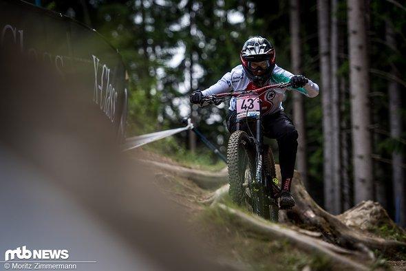 Caro Gehrig ist erstmals seit langer Zeit wieder bei einem Downhill-Weltcup an den Start gegangen und hat direkt den Sprung ins Finale geschafft.