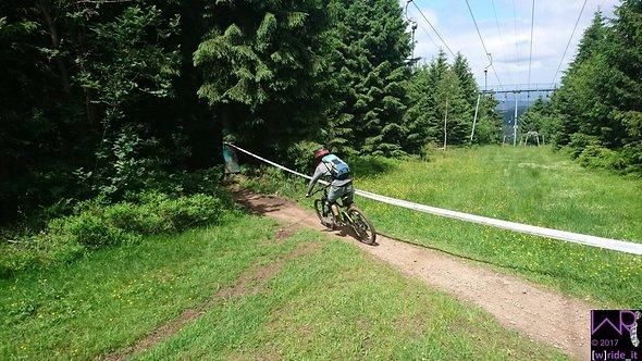 Waldeinfahrt über Lifthang auf Stage 3 ...