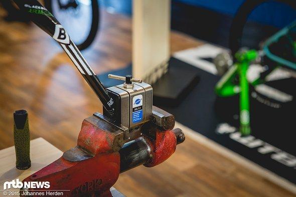 für alle anderen Lenker hat Park Tool bereits ein entsprechendes Tool zur Hand, mit dem der Lenker passend abgeschnitten werden kann