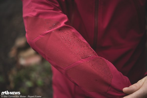 Die Ellenbogen der Jacke sind mit Cordura-Panels ausgestattet. Das soll für eine hohe Haltbarkeit sorgen.