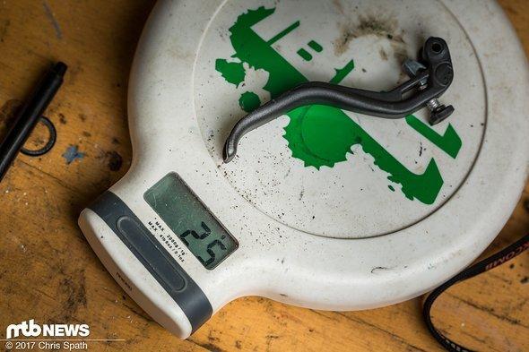Der Standard-Hebel aus Aluminium bringt 25 Gramm auf die Waage.