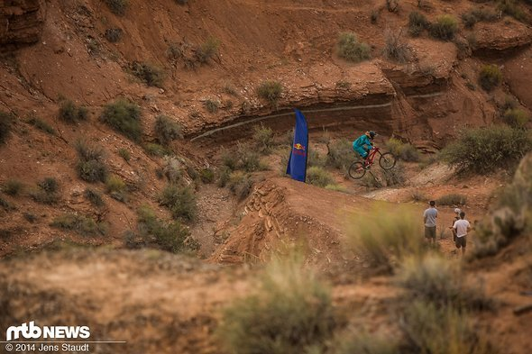 Kelly McGarry kurz vor seinem haarsträubenden Crash, bei dem beide Laufräder nachgaben