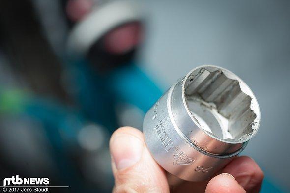 Um die Luftkammer zu öffnen ist Spezialwerkzeug nötig – Dieses ist aber im Lieferumfang enthalten.