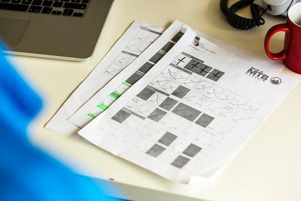 Der Seitenplan. Sind alle 9 Druckbögen (144 Seiten) und der Umschlag (4 Seiten) ausgestrichen, war die Druckabgabe erfolgreich (und es gibt Schnaps).