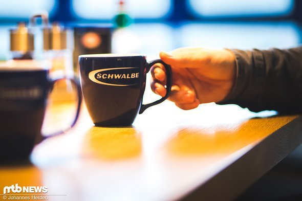 Corporate Identity in allen Bereichen. Unser Tag bei Schwalbe beginnt mit einem Kaffee