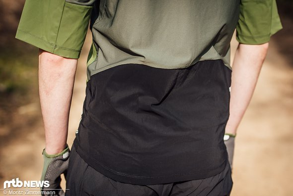 Der untere Teil des Rückens ist mit einer DWR-Beschichtung versehen. Diese soll Schmutz und Wasser effektiv abhalten.