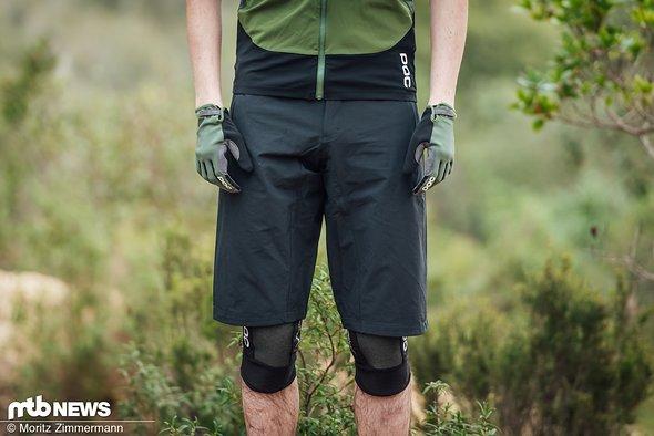 Die POC Resistance Enduro Light Shorts wird ebenfalls in sechs Größen und drei Farben angeboten. Preislich liegt sie bei 100 €.