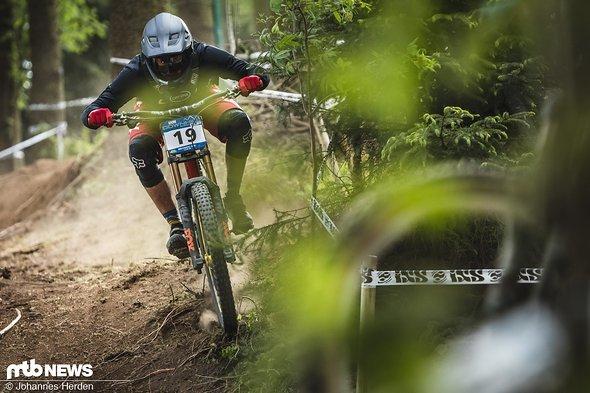 Jannik Abbou in optimaler Race-Haltung