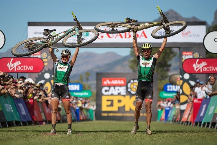 Ein geniales Duo: Rissveds und Teamchef Frischknecht gewannen 2017 gemeinsam das Cape Epic.
